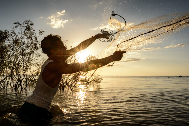 throwing a cast net in nicaragua